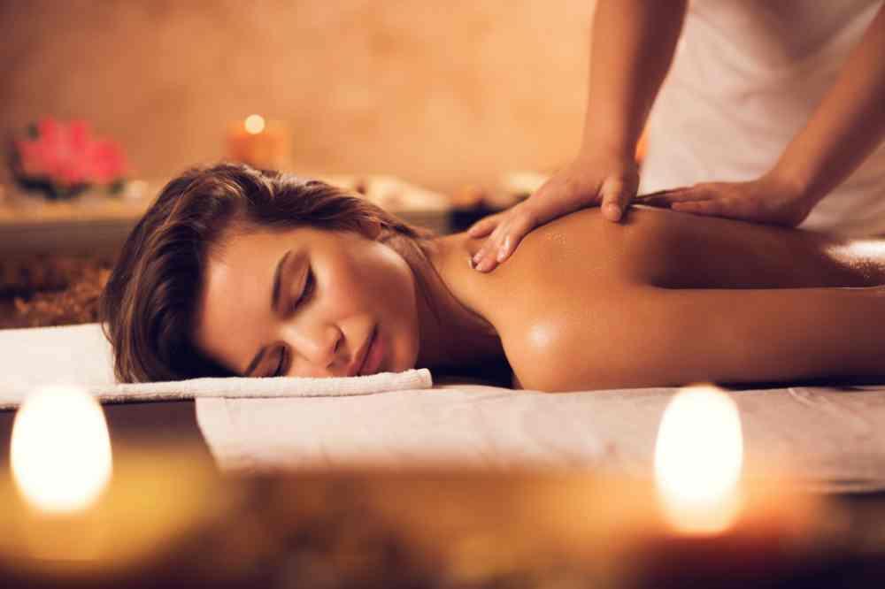 Vrouw-massage-in-spa-luxe-hotels-die-je-niet-mag-missen-040518