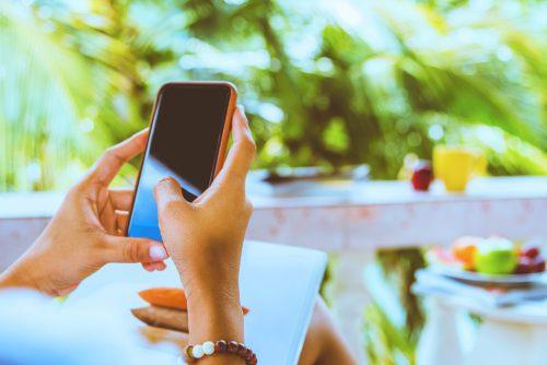 Telefonie en internetten in het buitenland zo voorkom je een hoge rekening